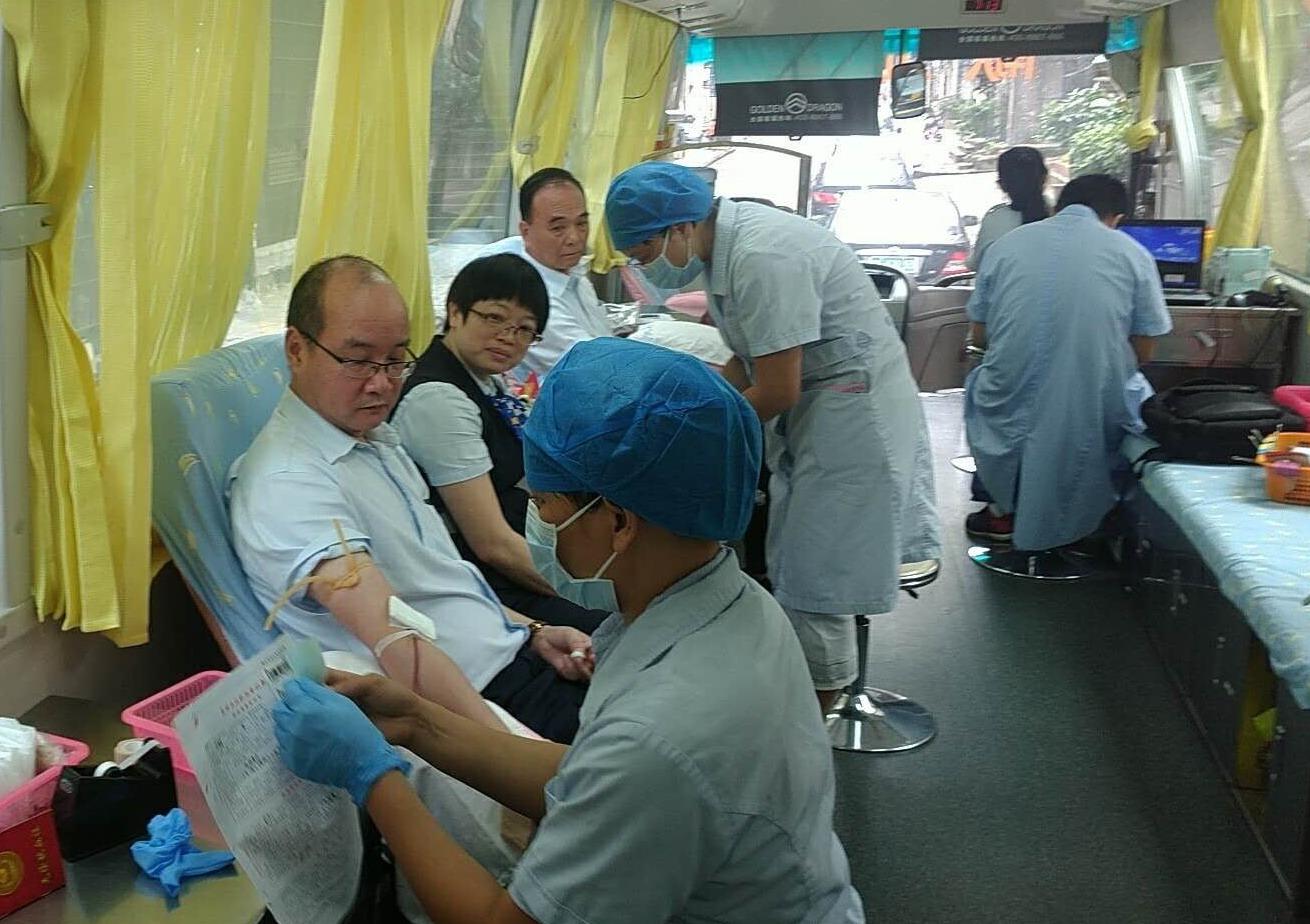 建行高明支行开展员工无偿献血活动