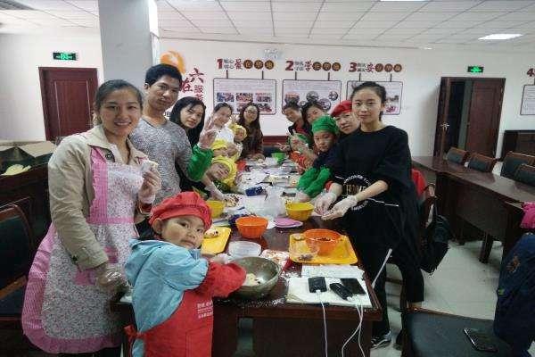 建行祖庙支行举办暑假亲子烘焙DIY活动