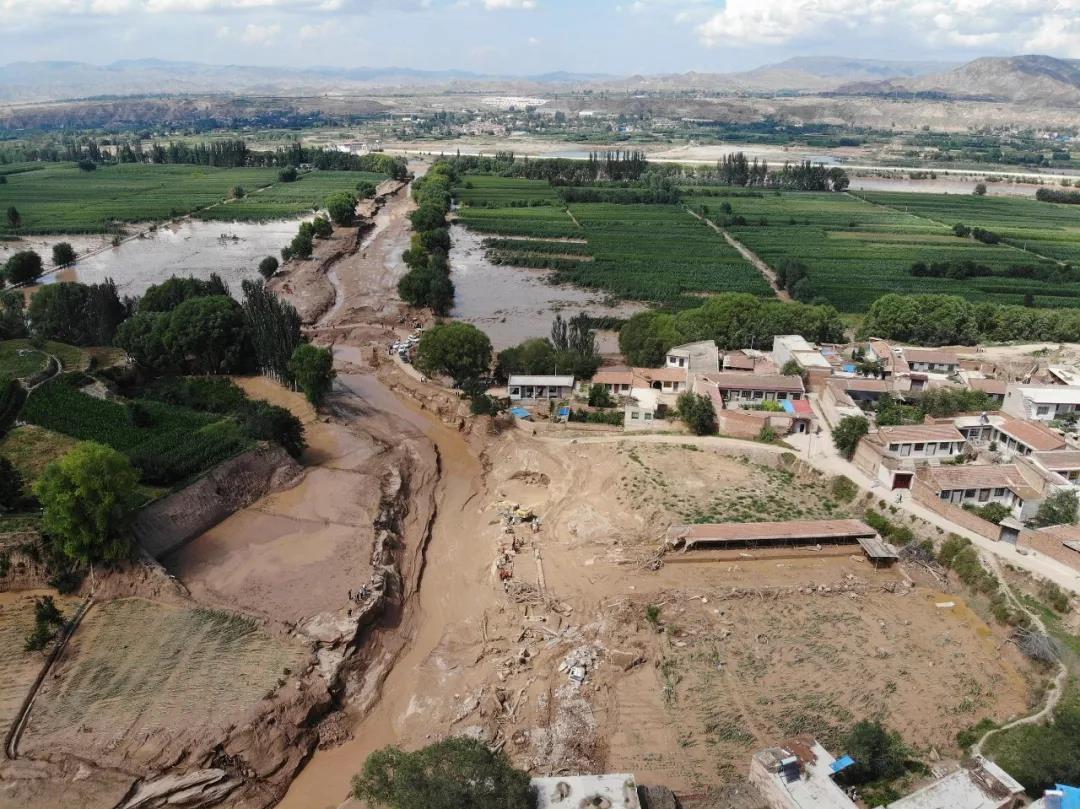 多地强降雨洪灾致十余人遇难 6省市周末暴雨倾盆