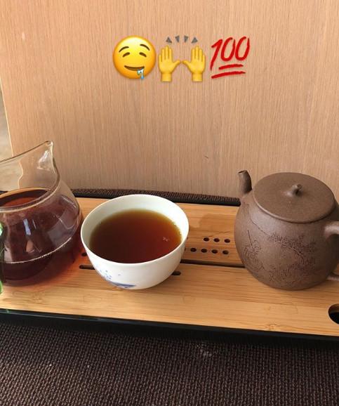 真茶迷!莫泰又品茗 山东体能师专门从中国寄给他