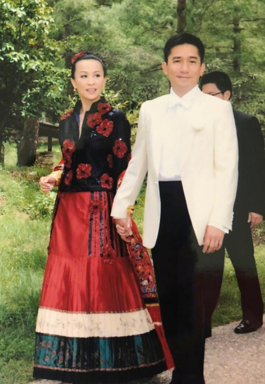 刘嘉玲梁朝伟结婚十周年!晒旧照幸福满溢超甜蜜