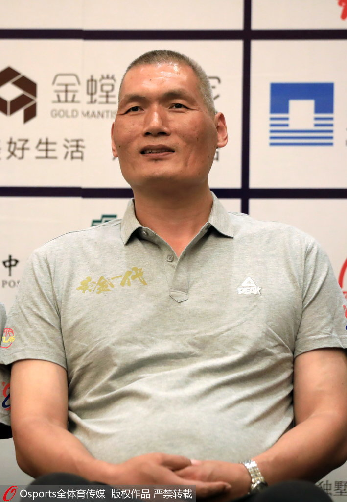 刘玉栋自曝仍能卧推150公斤,巩晓彬调侃战神:那字念推不是吹