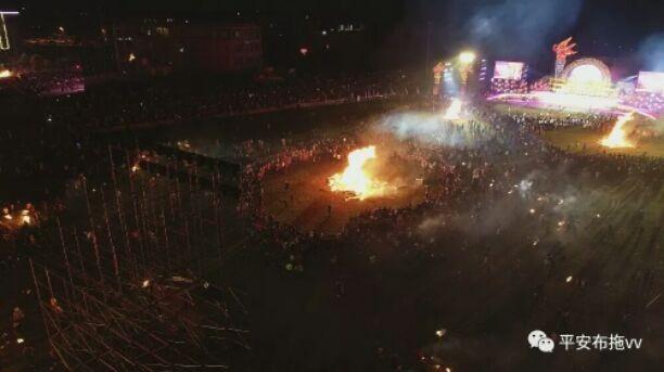 10万只火把同时照亮夜空!凉山布拖创下2项吉尼斯世界纪录