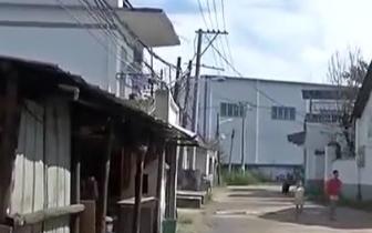 南昌小蓝经开区搞亮化工程 住户家被拆顶快一年
