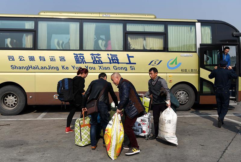 男孩从京乘大巴回乡领通知书 遭黑车司机高速甩客