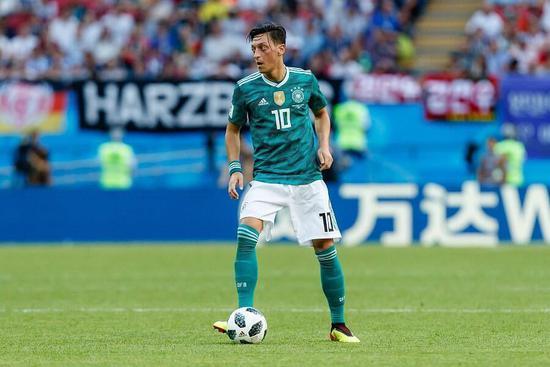 默克尔:尊重厄齐尔的决定 他为德国队付出很多