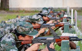 平顺人武部组织申纪兰女子民兵班开展射击训练