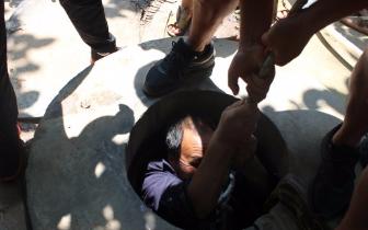 老人被困水窖 陕州区消防成功救援