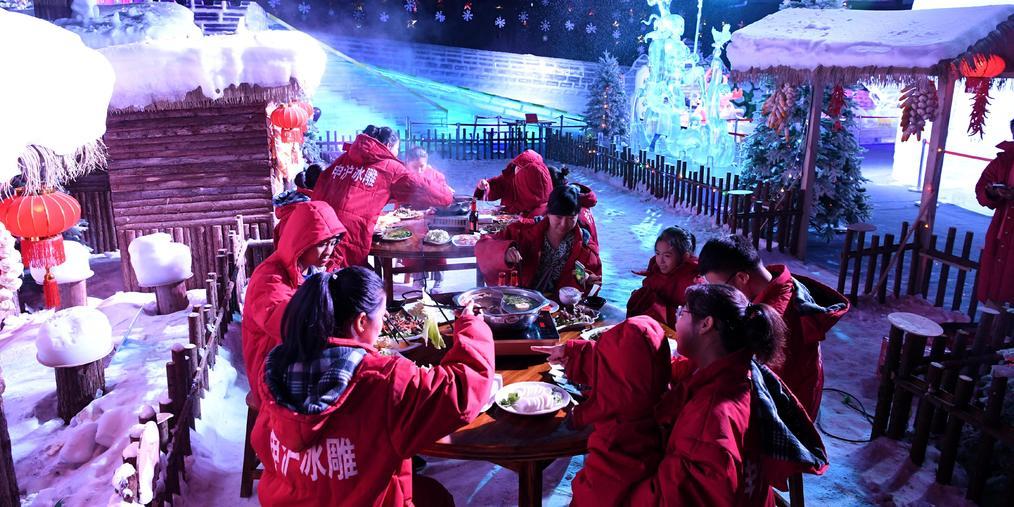 零下10℃吃火锅!侠天下游客挑战冰火两重天