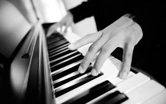 著名钢琴演奏家崔鸿根教授走进长治