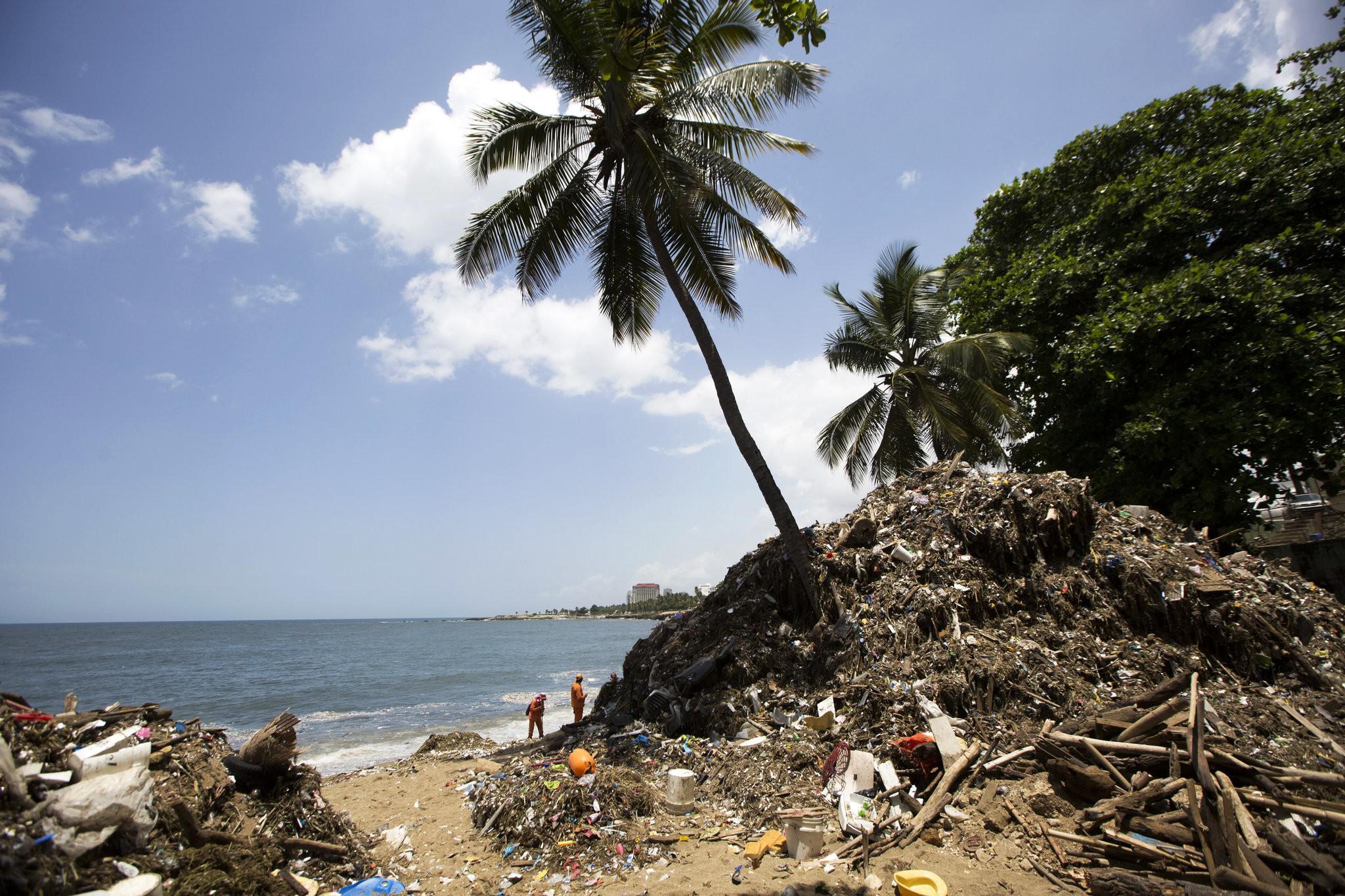 海洋垃圾反攻 加勒比岛国度假沙滩被垃圾吞没