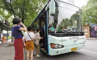 女孩公交车上晕倒 111路公交车司机一路送到医院