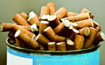 300米道路,环卫工一天检出六七百个烟头