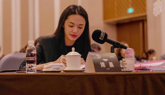 """姚晨专业点评电影项目呼吁为青年电影人""""送东风"""