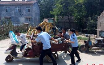 """迎战高温""""烤""""验 宁陵县法院帮助被执行人清障"""