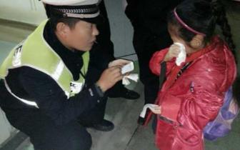 女童走失2小时妈妈才发觉 民警帮忙找回