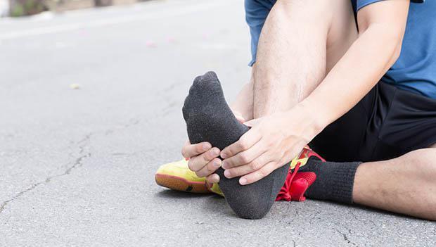 预防足底筋膜炎 跑者可常做5项赤脚训练