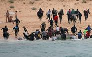 游客正日光浴难民成群跑来