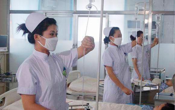 """""""网约护士""""费用是门诊5-8倍监管几乎处于空白区"""