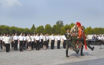 唐山举行向地震罹难同胞和救灾英雄献敬花篮仪式