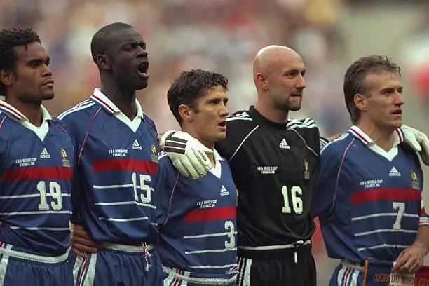 卡伦布和法国队队友