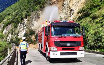 甘孜泸定县多条道路断道 G318国道发生岩体坍塌