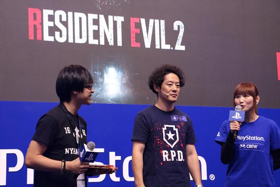 《生化危机2重制版》制作人神田刚(中)参加舞台活动