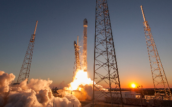 SpaceX引领新一轮太空竞赛 火箭发射越来越便宜