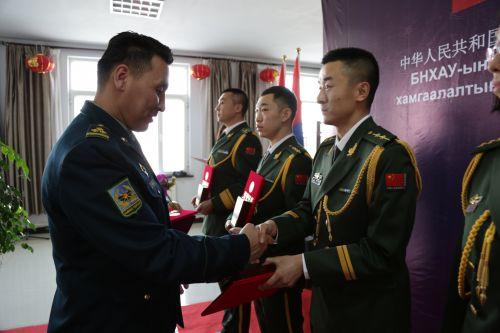 珠海组织老兵重温岁月,25位优秀复退军人获表彰