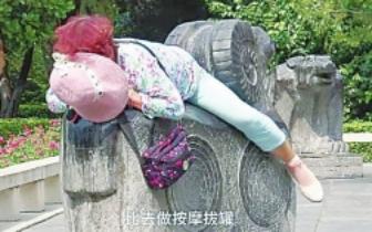 """大热天大爷大妈坐暴晒的石头上做""""热疗""""靠谱吗"""