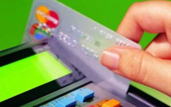 店主想挣好处费帮人还信用卡 却被骗去上万元