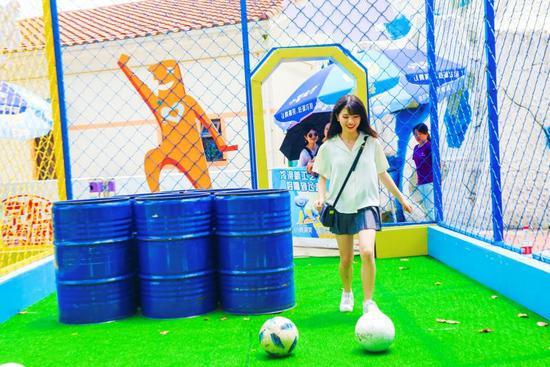 雨神放过成都 虚拟女团+综艺小姐姐玩嗨奇趣狂欢节