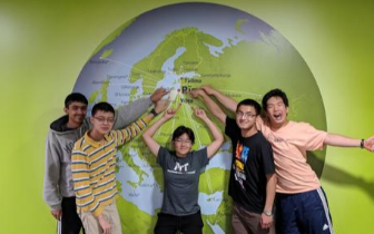 国际物理奥林匹克竞赛 美国队华裔学生获两金两银