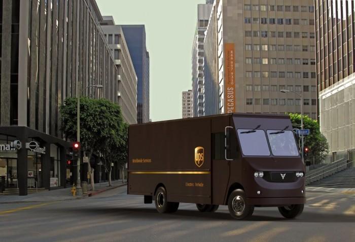 配人类驾驶员监控 UPS无人驾驶卡车开进商业区测试