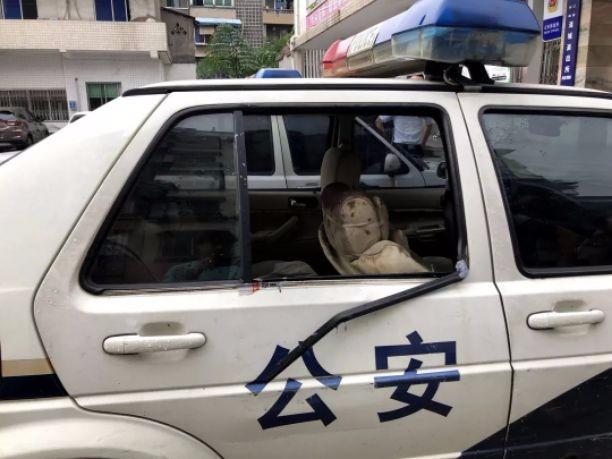 乐山男子喝醉后打民警砸警车醒来已睡在看守所