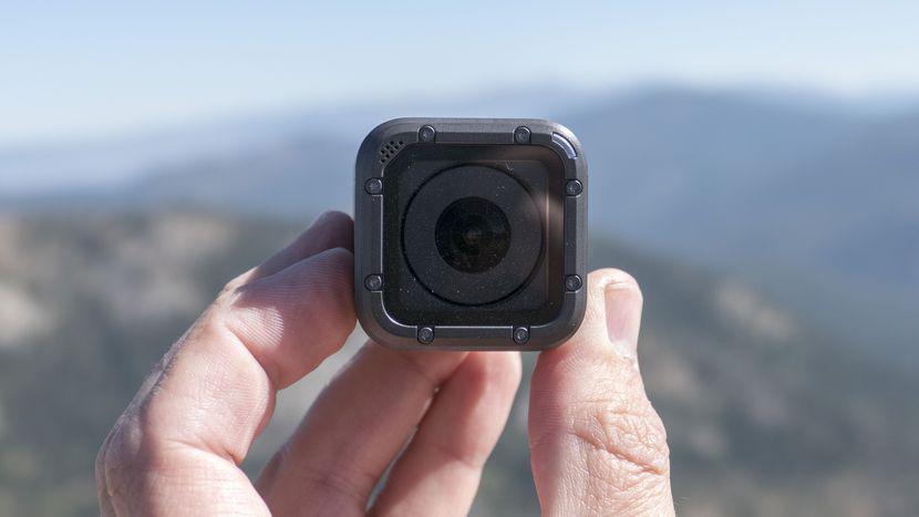 GoPro第二季度营收2.83亿美元 净亏3727万美元