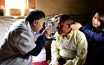 重庆医疗队千里援藏 藏族姐妹将赴渝手术