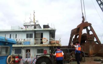 防城港海事局海巡执法支队加强水上施工船舶现场核查