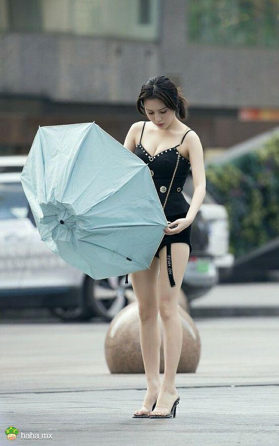 每日易乐:姑娘赶紧上车吧 可别晒坏了!