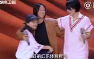 王菲母女三人同台