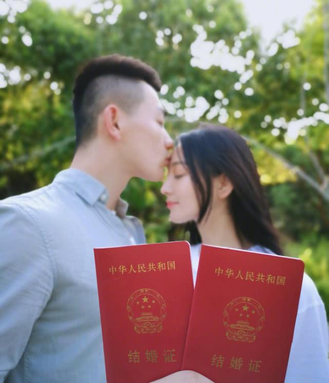 张馨予晒结婚证和婚纱照宣布结婚:嫁给他,嫁给爱情