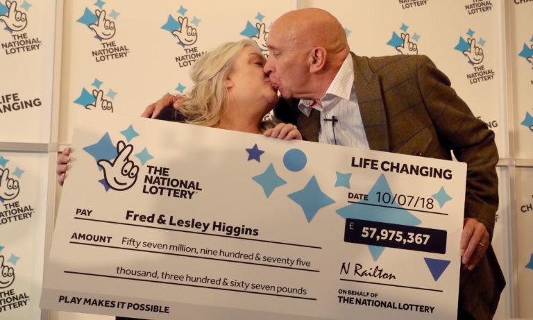 夫妇命中5790万巨奖 不料彩票却被撕成了两半