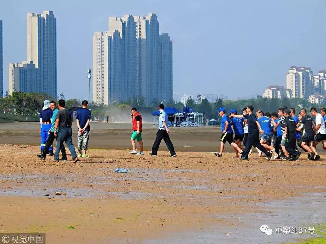 ▲8月6日,青岛,双胞胎女童打捞现场。8月5日在青岛海边游玩走失的北京8岁双胞胎姐妹目前已找到。 图/视觉中国