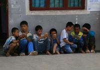 家庭教育缺失 手机游戏正逐步吞噬乡村留守少年
