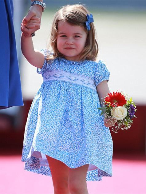 夏洛特公主只能穿裙子露面?英媒揭秘王室那些事儿