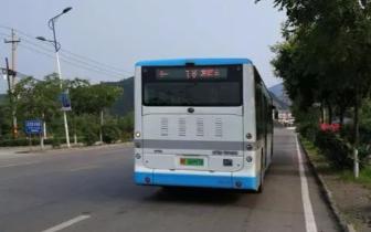 公交司机自备零钱帮未带零钱的乘客投币