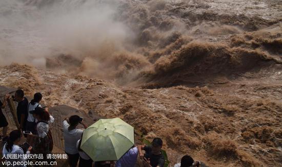 黄河壶口瀑布气势磅礴