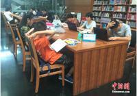 """图书馆拒绝儿童入内 公共场所如何管""""熊孩子""""?"""