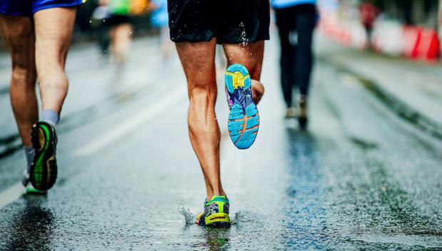 反常天气下跑步 高温潮湿时要多补水