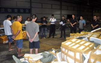 东兴海关查获8起涉嫌伪报案件 现场对涉案物品拍卖